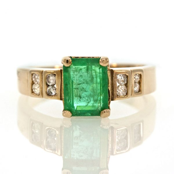 Emerald gold ring 0O001A6934_02