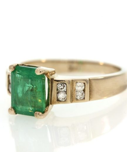 Emerald gold ring 0O001A6934_03