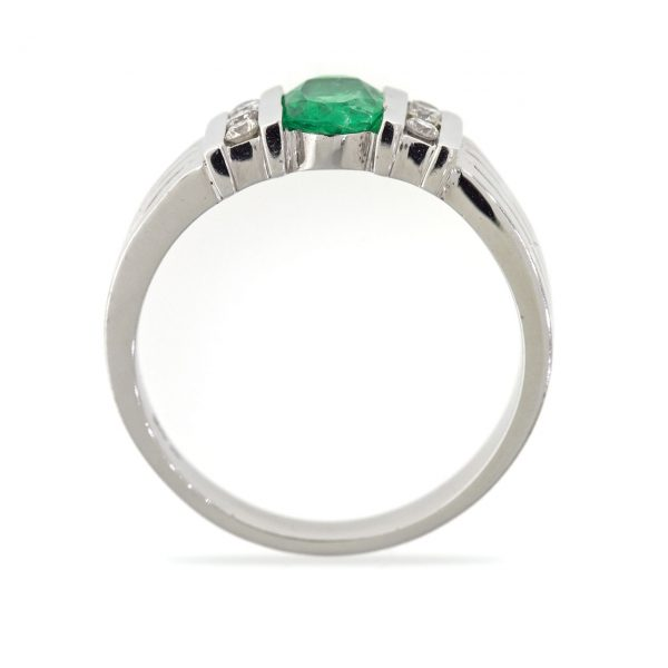 Emerald gold ring 0O001A8804_03