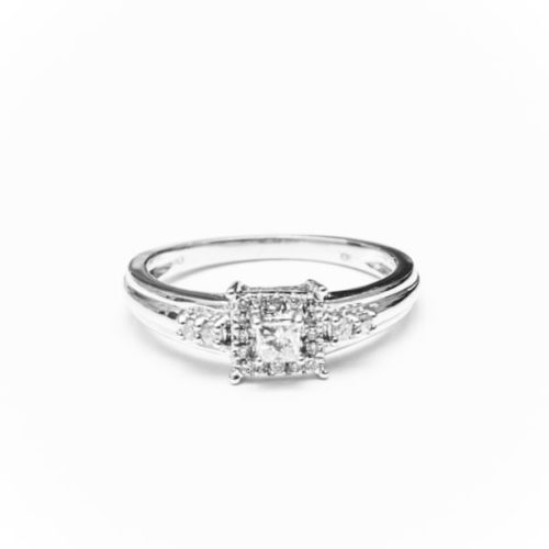 10K WHITE GOLD RING WITH WHITE DIAMOND
