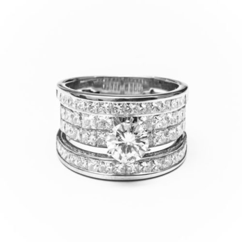 14K WHITE GOLD RING WITH WHITE  DIAMOND