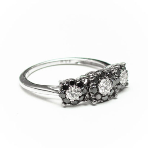 14K WHITE GOLD RING WITH WHITE DIA BLACK DIA DIAMOND